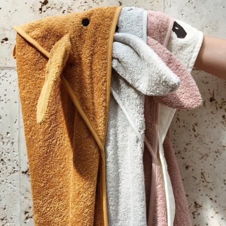 Slika Liewood® Brisača s kapuco Fox Mustard 70x70