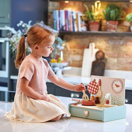 Tender Leaf Toys® Lesena prenosljiva kuhinja Kitchenette