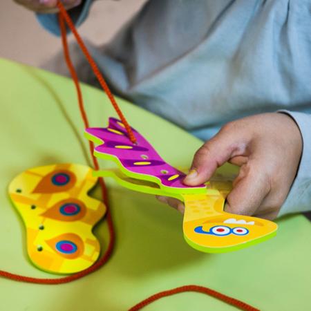 Miniland® Set za šivanje Flexi Dino Lacing