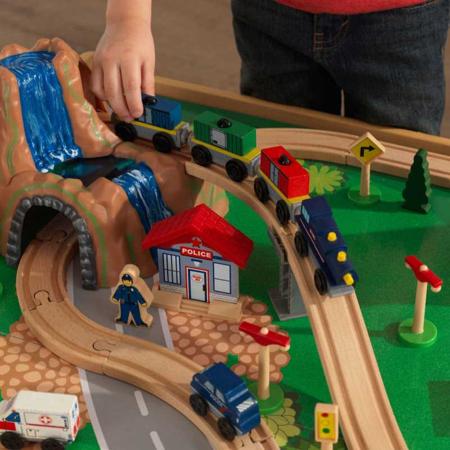 KidKraft® Igralna miza in set z železnico Waterfall Mountain Train