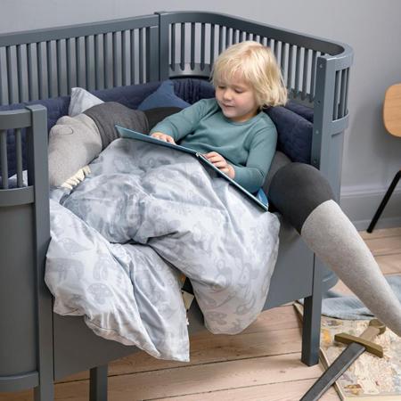 Sebra® Vzglavnik Sleepy Croc Storm Grey