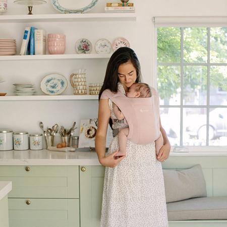 Ergobaby® Nosilka Embrace Blush Pink