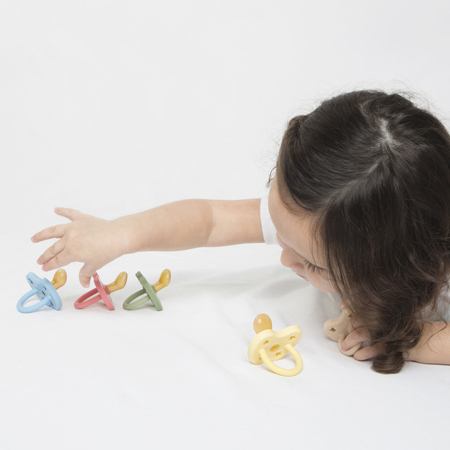 Hevea® Ortodontska duda iz kavčuka Colourful (3-36m) Snow White