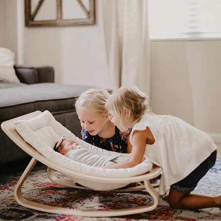 Charlie Crane® Ležalnik in gugalnik za dojenčka LEVO Walnut Aruba Blue