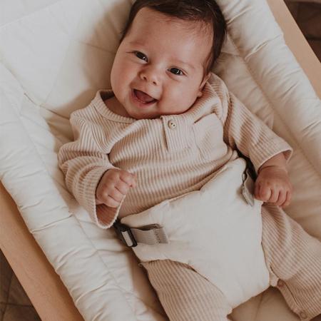 Charlie Crane® Ležalnik in gugalnik za dojenčka LEVO Walnut Organic White