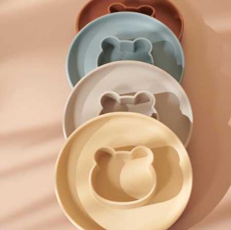 Liewood® Komplet silikonskih krožnikov Gordon Mr Bear Wheat Yellow/Sandy Mix