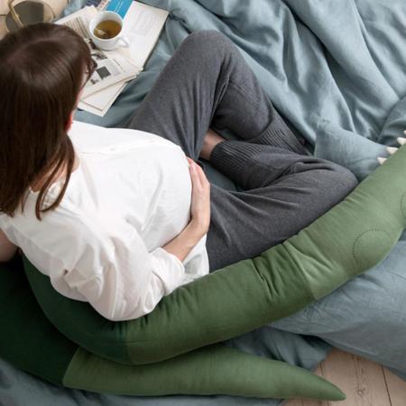 Sebra® Vzglavnik Sleepy Croc Pine Green XXL