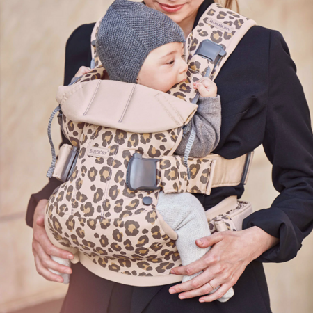 BabyBjörn® Ergonomska nosilka One Cotton Beige/Leopard