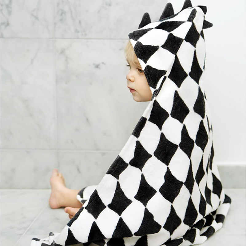 Hooded Towel – Graphic Grace – 948 x 1100 px